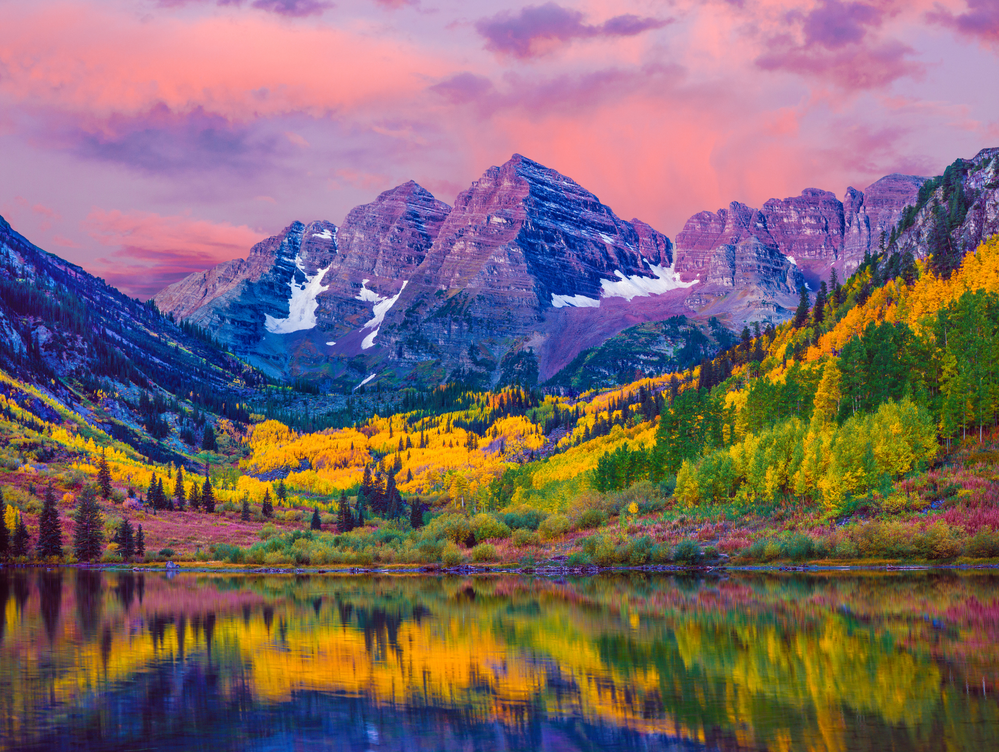 Dawn at Maroon Bells with autumn aspen trees and Maroon Lake in the Rocky Mountains near Aspen, Colorado
